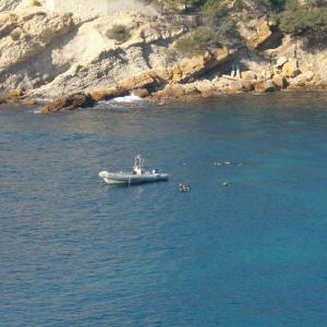 Bateau de plongée Aqua Evasion, au mouillage, pour les plus belle plongées de la cote bleue, carry le rouet, provence