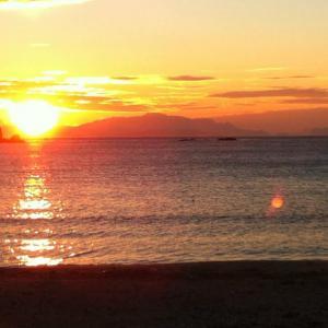 coucher de soleil sur plage à marseille, bateau privatisé