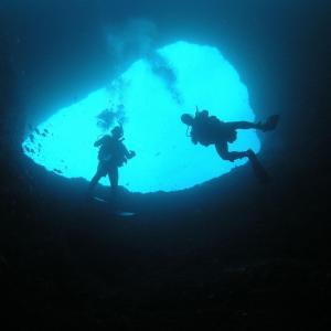plongée dans des grottes