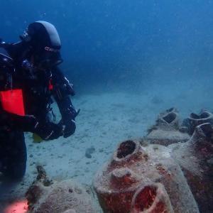 Plongeur et amphores